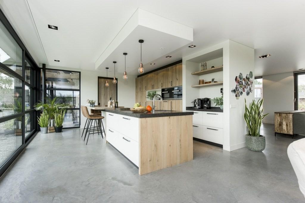 Akoestisch spanplafond in particulier woonhuis en keuken