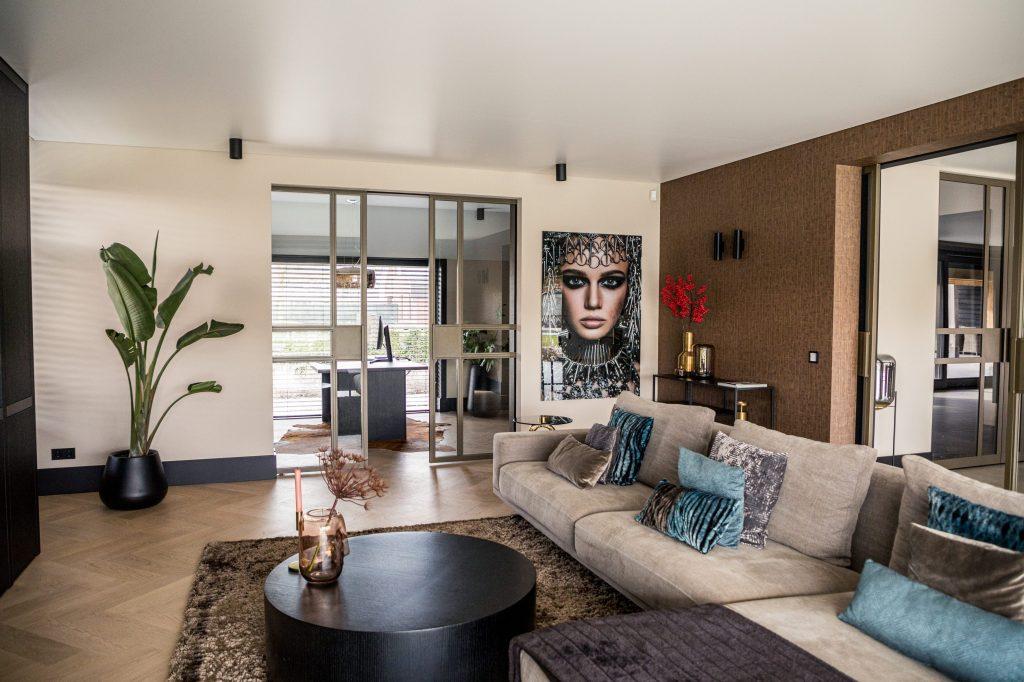 Schoonmaken van een spanplafond is eenvoudig ook in een woonkamer of keuken. Lees hier al het nieuws over spanplafonds