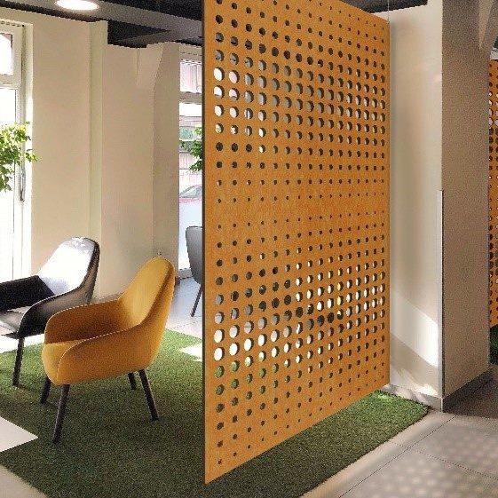 akoestisch meubilair in plaats van een akoestisch spanplafond om te besparen op kosten